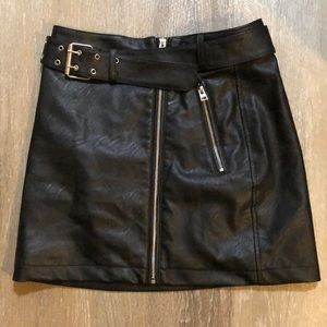 TOPSHOP Faux Leather Mini Skirt! NWT.